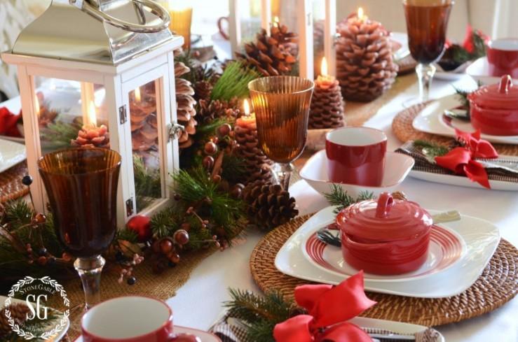 WOODLAND-CHRISTMAS-TABLESCAPE-burlap-runner-stonegableblog.com_-e1413598627178