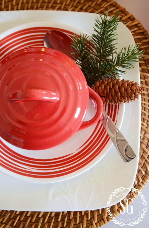 WOODLAND-CHRISTMAS-TABLESCAPE-close-up-red-crock-stonegableblog.com_-e1413599198591