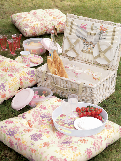 Darling-Buds-Picnic-Lifestyle-Laura-Ashley