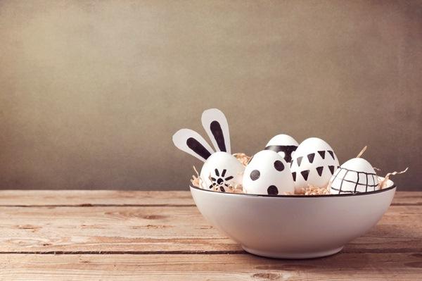 Pâques-idées-de-décoration-dartisanat-Tischdeko-œufs-branches-tulipes-gâteau-oeufs-de-caille-oeufs-de-Pâques